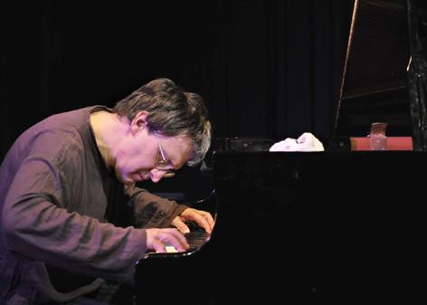 JOHN LAW (PIANO) picture