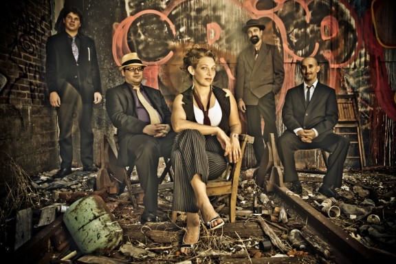 AURORA NEALAND & THE ROYAL ROSES picture
